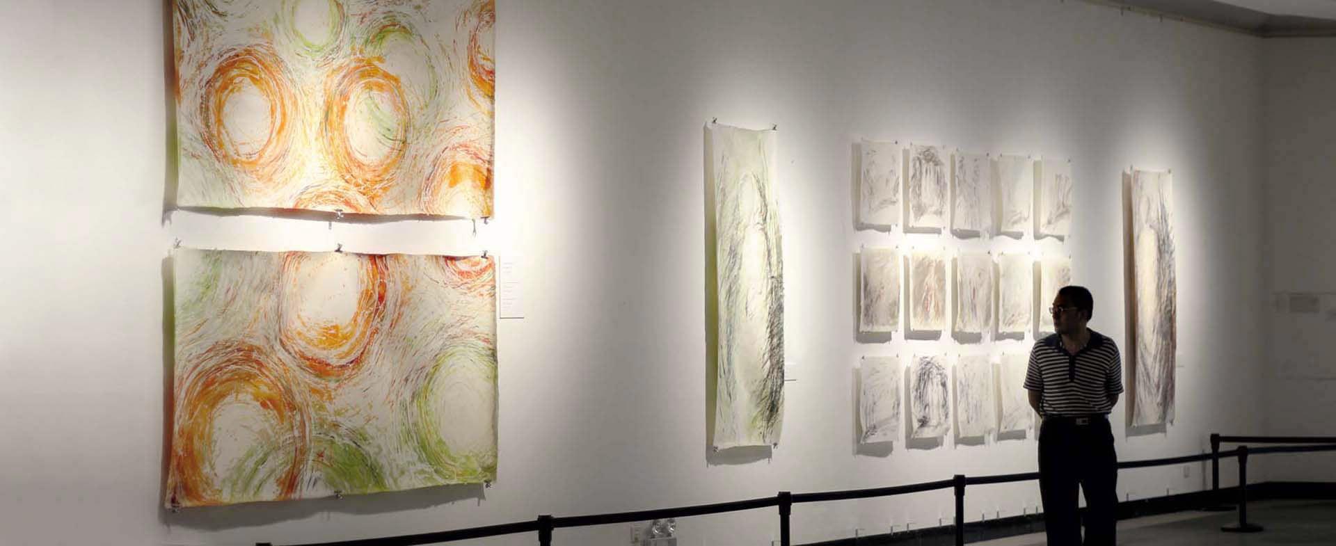 Wand mit Kraftkreisen-Marion Ehrsam